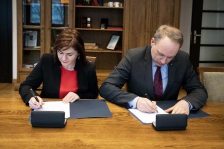 19 03 14 Bendradarbiavimo sutartis su Gižų K. Baršausko m kla 2